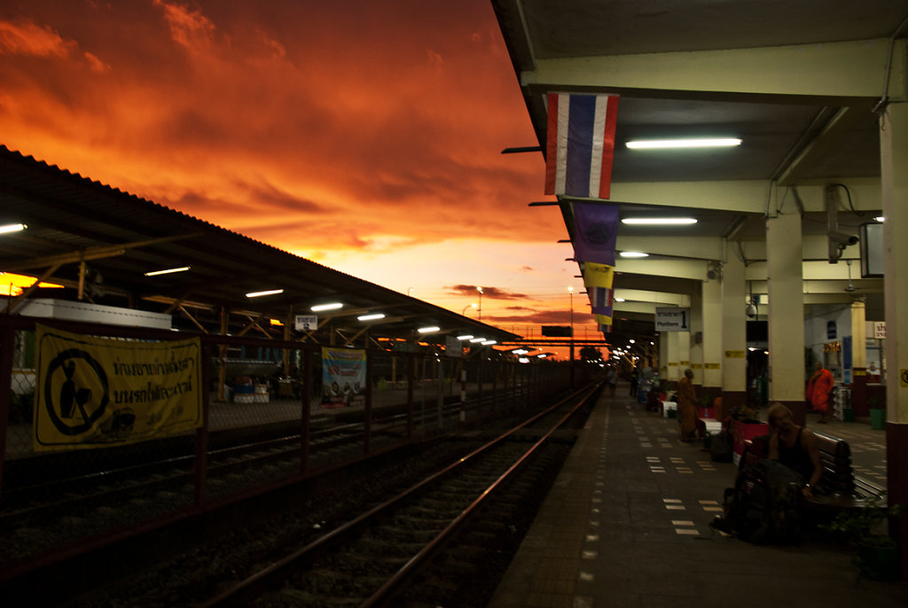 unbelievable sky, while wating for the nighttrain back to Bangkok